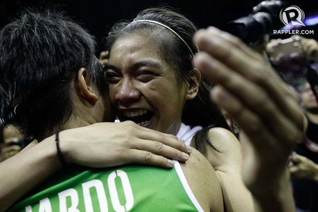 ALY-KIM. The two friends share an emotional moment after the events of Game 3. Photo by Eduardo Solo/Rappler