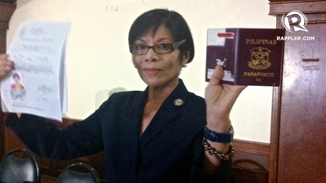 PROOF OF CITIZENSHIP. Gina Reyes shows her proof of citizenship after being disqualified despite winning in the 2013 congressional race in Marinduque. File photo by Rappler