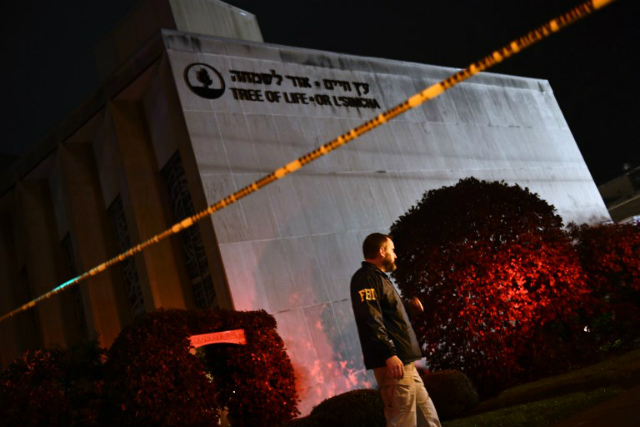 TRAGIC. An FBI agent stands behind a police cordon outside the Tree of Life Synagogue after a shooting there left 11 people dead in the Squirrel Hill neighborhood of Pittsburgh on October 27, 2018. Photo by Brendan Smialowski/AFP