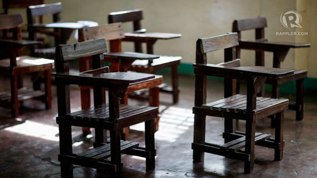OUT-OF-SCHOOL. 1 in every 10 Filipino aged 6 to 24 is out-of-school as of 2013, the Philippine Statistics Authority reveals. Rappler file photo
