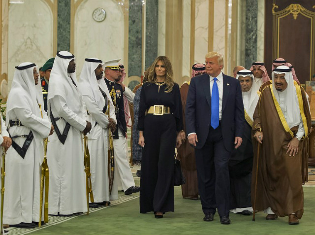 WELCOME. A handout picture provided by the Saudi Royal Palace on May 20, 2017, shows US President Donald Trump and First Lady Melania Trump with Saudi Arabia's King Salman bin Abdulaziz al-Saud arriving at the Saudi Royal Court in Riyadh. Photo by Bandar Al-Jaloud/Saudi Royal Palace/AFP