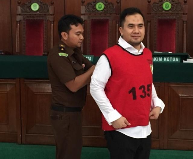 DIVONIS. Pedangdut Saipul Jamil divonis 3 tahun penjara oleh majelis hakim Pengadilan Negeri Jakarta Utara dalam sesi persidangan pada Selasa, 14 Juni. Foto oleh Try Reza Essra/ANTARA