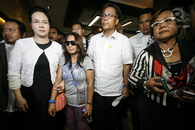 ALLEGED RECURITER. Mary Jane Veloso's alleged illegal recruiter Maria Cristina Sergio appears in this photo with PAO Chief Persida Acosta, Interior Secretary Mar Roxas, and Justice Secretary Leila de Lima. File photo by Jose Del/Rappler