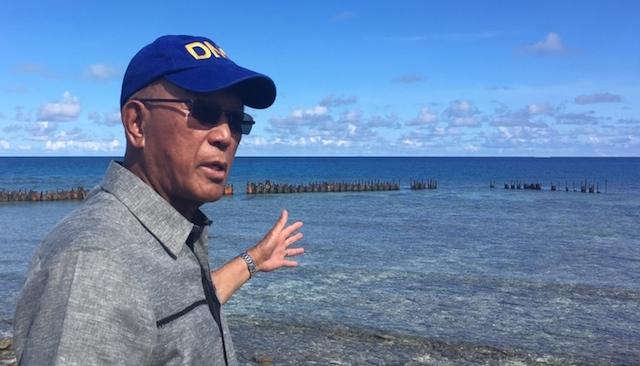 PAG-ASA ISLAND TRIP. Defense Secretary Delfin Lorenzana visits Pag-Asa Island in the disputed Spratlys on April 21, 2017. Photo by Carmela Fonbuena/Rappler