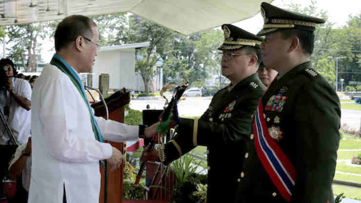 CHANGE OF COMMAND: Armed Forces chief Lieutenant General Gregorio Pio Catapang (left) and retired General Emmanuel Bautista in the change of command ceremony in July 2014