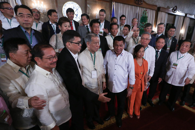 'GOODWILL.' Tycoon Lucio Tan is beside President Rodrigo Duterte during an event with top businessmen in Malacau00f1ang. Malacau00f1ang file photo