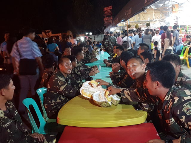 HAVING SOME FRUIT. Philippine soldiers eat durian with the President. Photo from 10th Agila Division