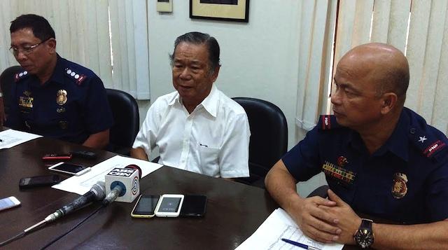 WAR VS DRUGS. Negros Occidental Governor Alfredo Maranon Jr (center) with Chief Supt Conrado Capa (right), and Senior Superintendent William Senoron. Photo by Marchel P. Espina/Rappler