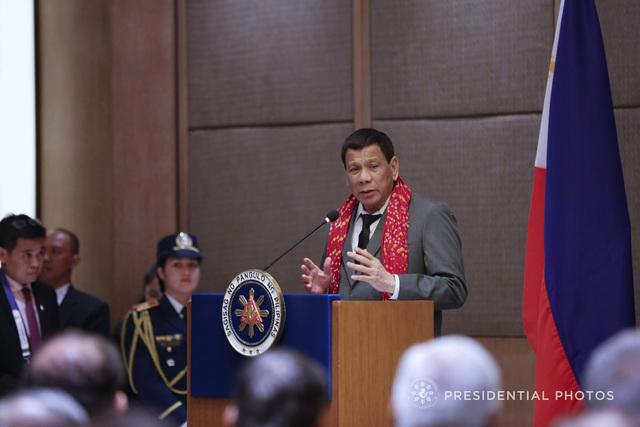 LURE. President Rodrigo Duterte is hit for his latest sexist remark. Malacau00f1ang Photo.