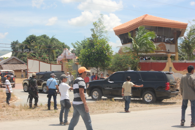 ARRIVAL. Former Maguindanao Governor Andal Ampatuan Sru2019s body arrives in his hometown Shariff Aguak noon of July 18. Hundreds of relatives and supporters attend his burial this afternoon. Photo by Althea Herschell Ballentes/Rappler