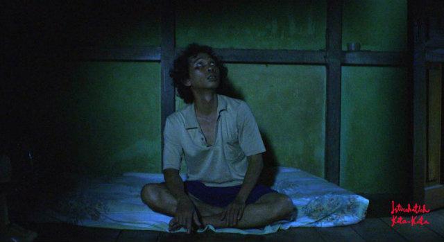 WIJI THUKUL SANG SASTRAWAN. Film 'Istirahatlah Kata-Kata' menampilkan sisi humanis dari seorang Wiji Thukul: rasa takut, cemas, dan rindu keluarga. Foto dari @FilmWijiThukul