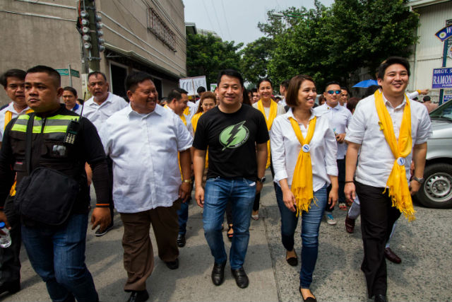 LP TANDEM. Kid Peu00f1a walks from Makati Coliseum to the Commission on Elections' office in Makati with running mate Karla Mercado to file their COCs on October 12. Photo by Mark Saludes/Rappler