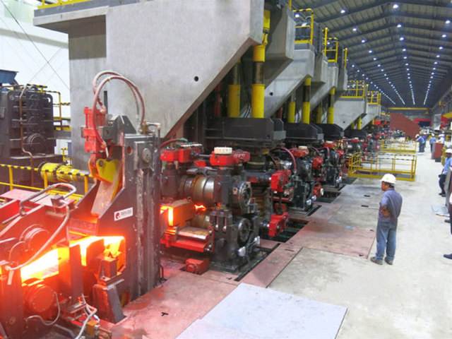 PRIORITIZING. The manufacturing sector is one of the 8 preferred activities of the new 2014-2016 Investment Priorities Plan. File photo from SteelAsia