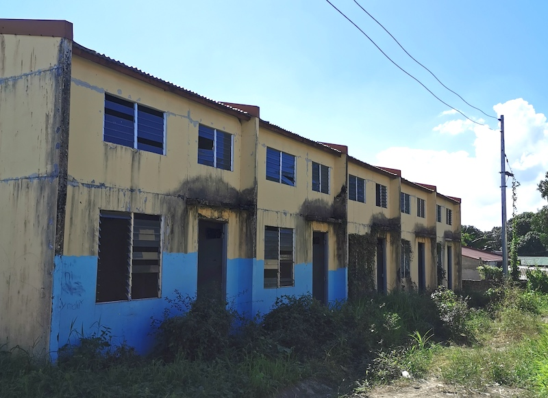 ROWHOUSE. The units have overgrown greens in front because they remain unoccupied. Photo by Tina Ganzon-Ozaeta