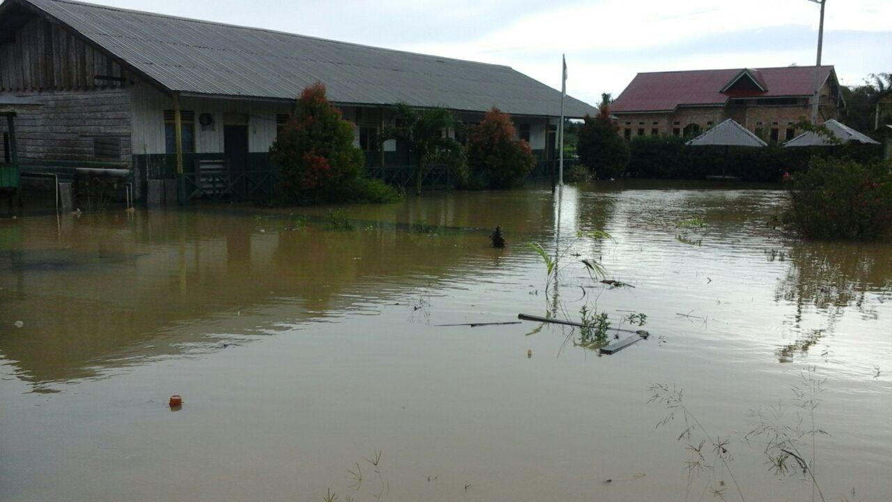Banjir merendam sejumlah desa di Kabupaten Kutai Kertanegara, Kalimantan Timur, Senin (3/4). Foto oleh Andi Rahma Selviani/Rappler