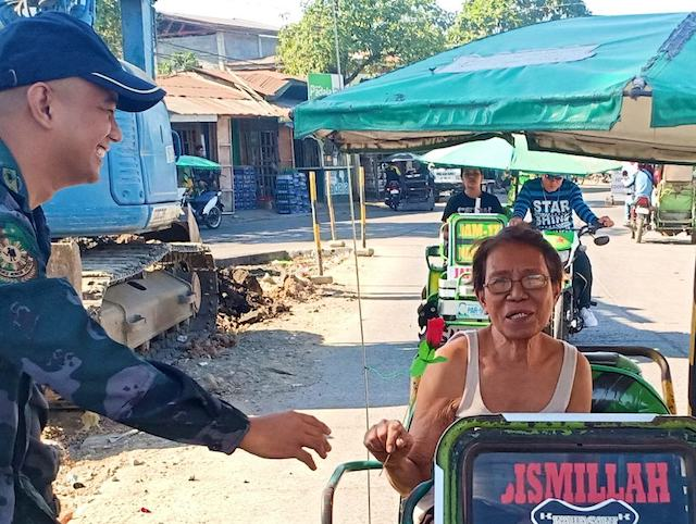 EVEN THE ELDERLY. An elderly woman smiles after being given a rose at a checkpoint. PNP-ARMM photo
