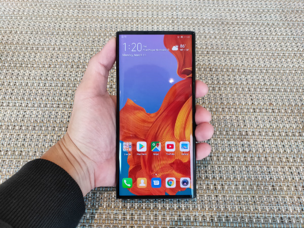 The Mate X's front screen has not notch or punch-hole as all the cameras are at the back