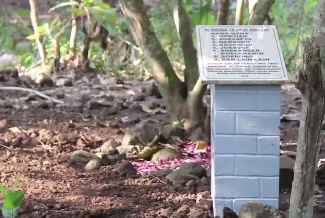 TRAGEDI 1965. Kuburan 24 orang yang dibunuh karena diduga anggota Partai Komunis Indonesia di Kampung Plumbon, Semarang. Foto screengrab Youtube