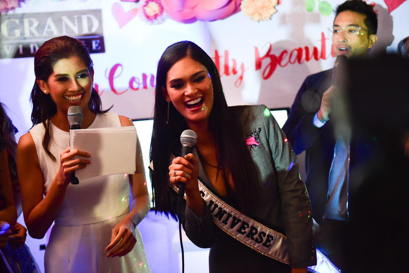 Shamcey hosting the Queen of the Universe event with Bobby Yan and Miss Universe 2015 Pia Wurtzbach. Photo by Alecs Ongcal/Rappler