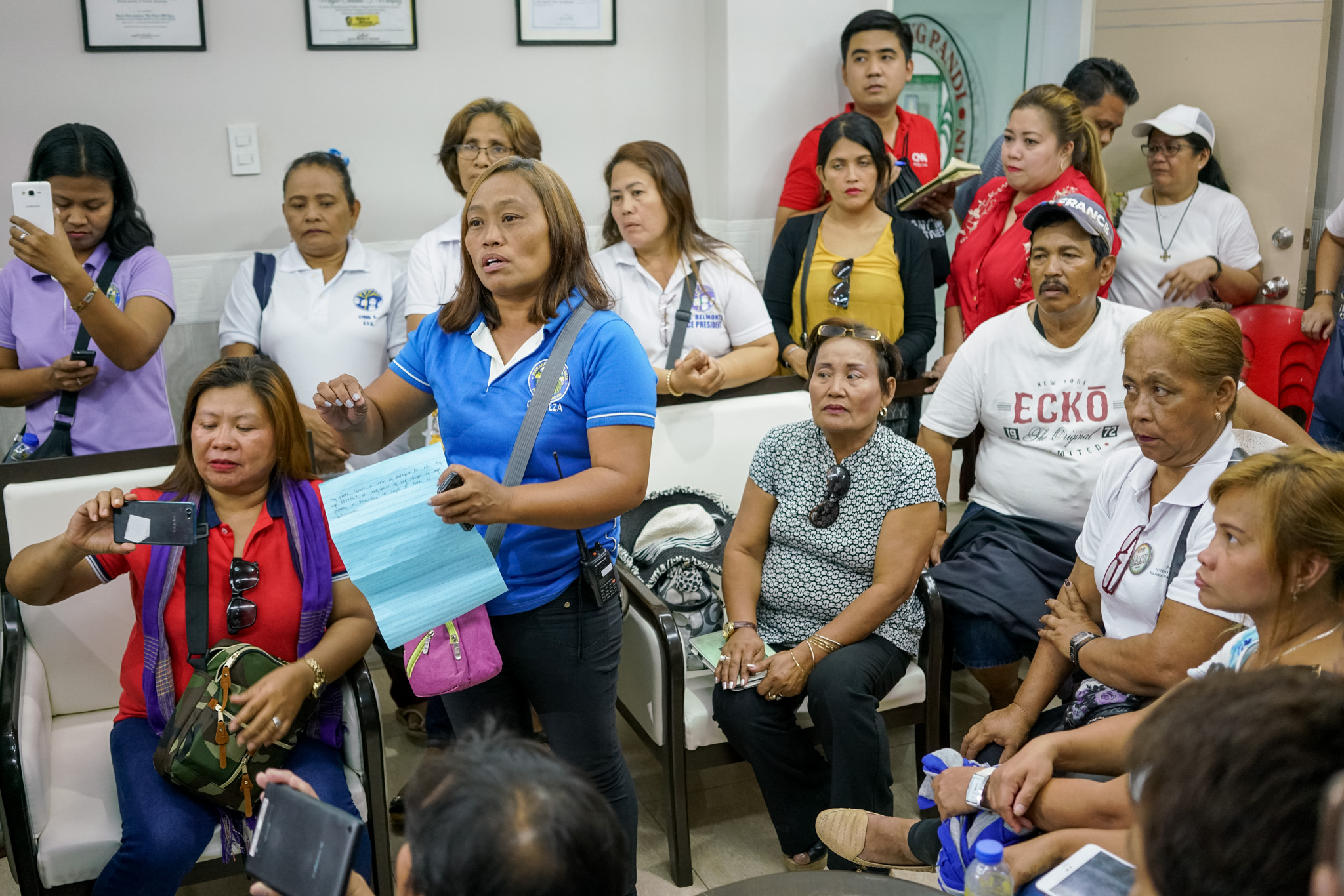FAIR TREATMENT. Leaders of several homeowners' associations from different housing projects in Pandi, Bulacan demand attention to their needs. Photo by Martin San Diego/Rappler