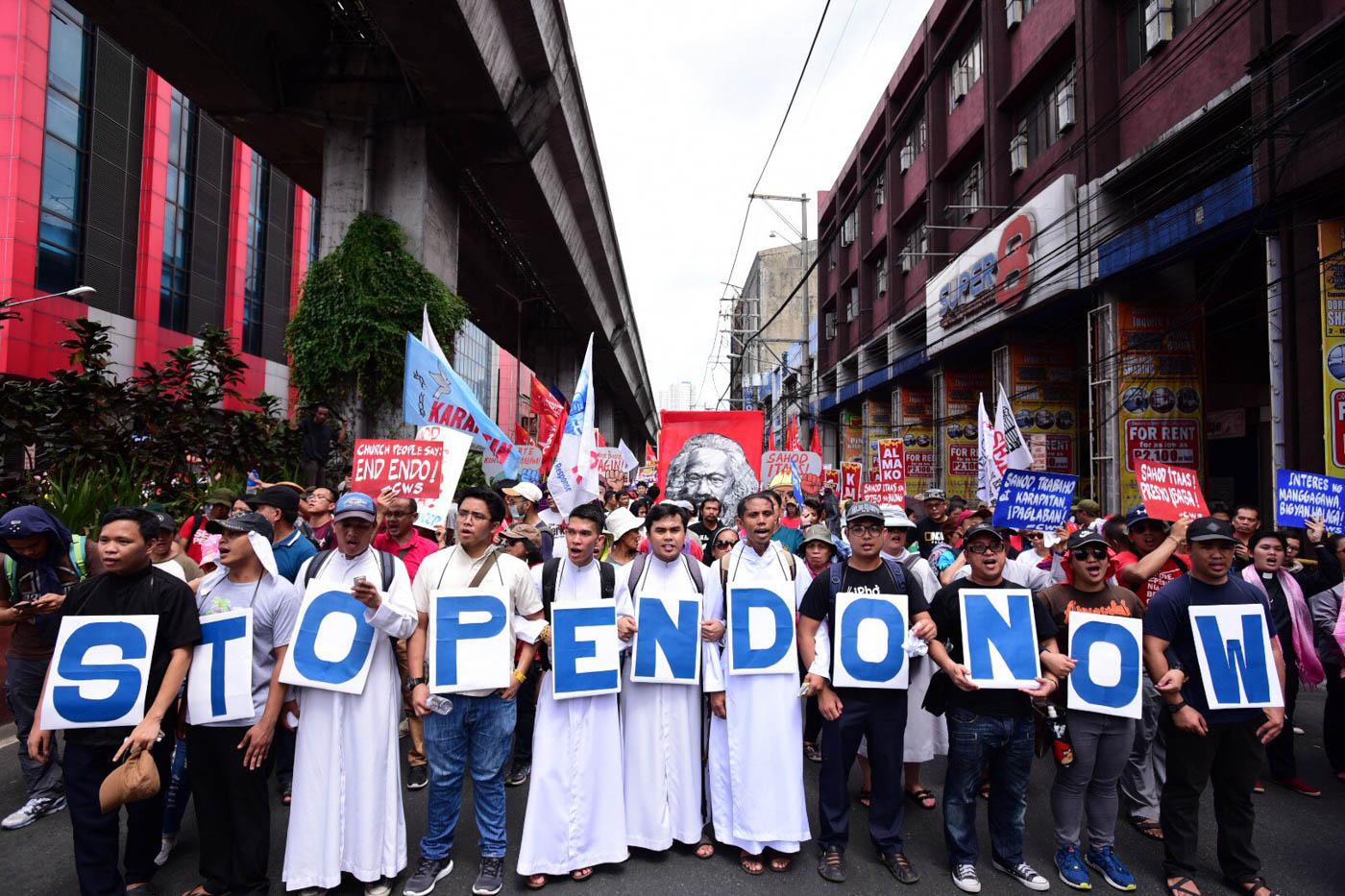 END ENDO. Along Recto Avenue, eminarians hold placards that read 'Stop endo now.' Photo by Maria Tan/Rappler