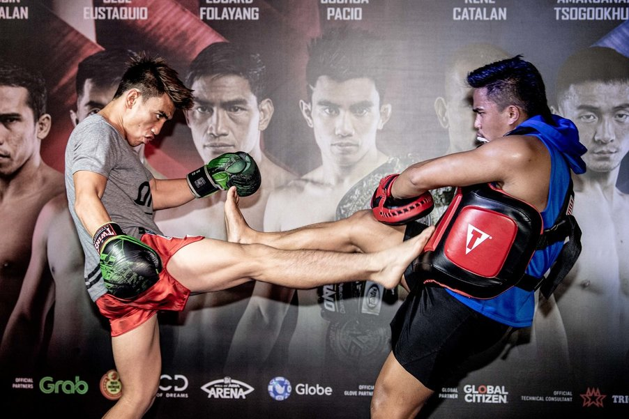 ALL OUT. Team Lakayu2019s Joshua Pacio (left) looks to cement his status in the 56.7kg weight class. Photo release