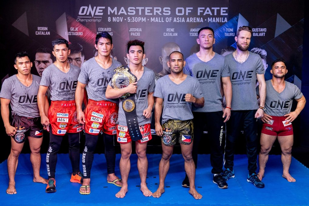 READY FOR BATTLE. MMA stars Joshu Pacio and Rene Catalan (fourth and fifth from left) gear up for the Friday showdown along with (from left) Robin Catalan, Geje Eustaquio, Eduard Folayang, Amarsanaa Tsogookhuu,Toni Tauru, and Gustavo Balart. Photo release