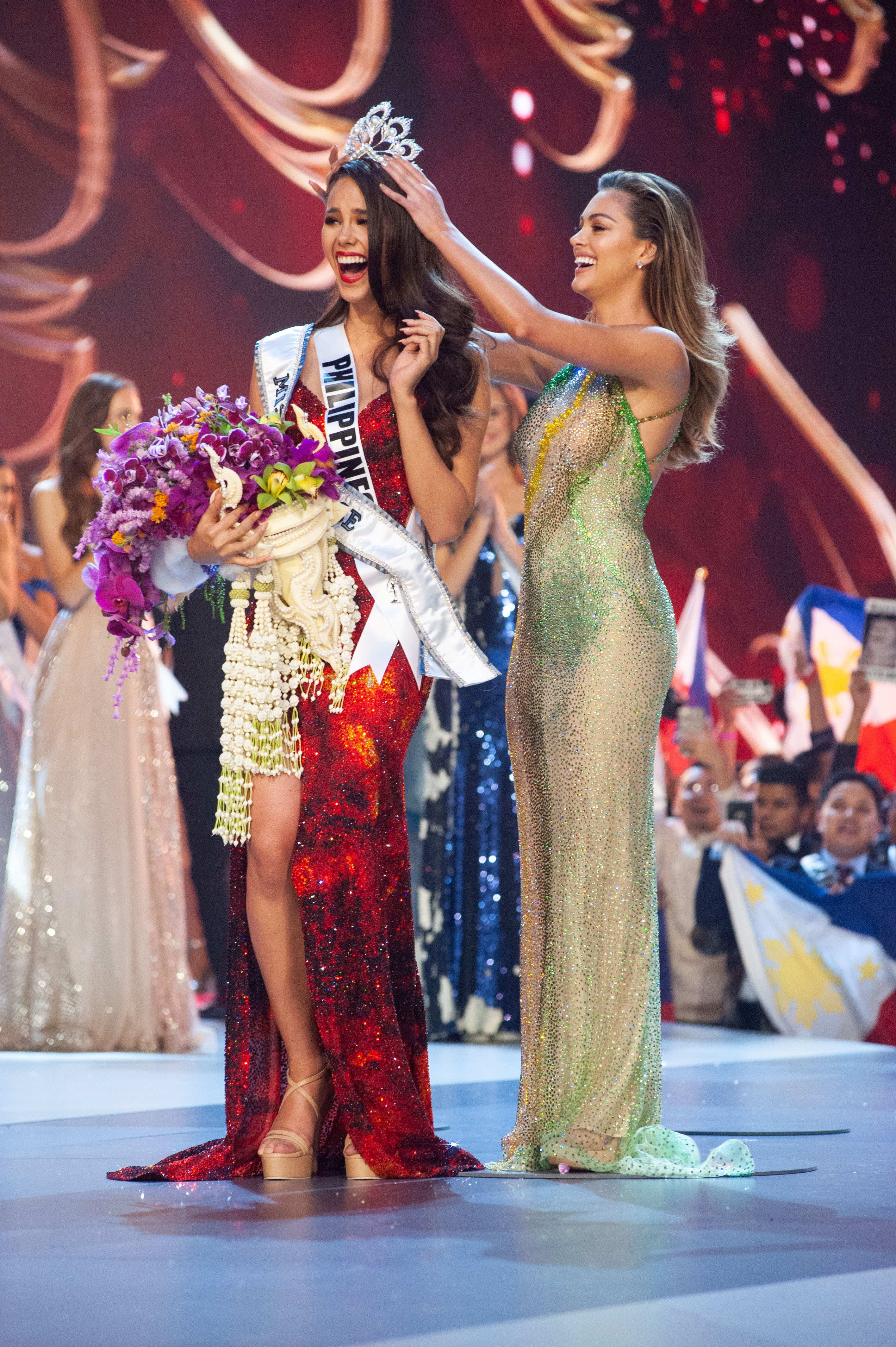 CROWN AT LAST. Catriona Gray, Miss Philippines 2018 is crowned Miss Universe at the conclusion of the three-hour special programming event on FOX. Photo by The Miss Universe Organization