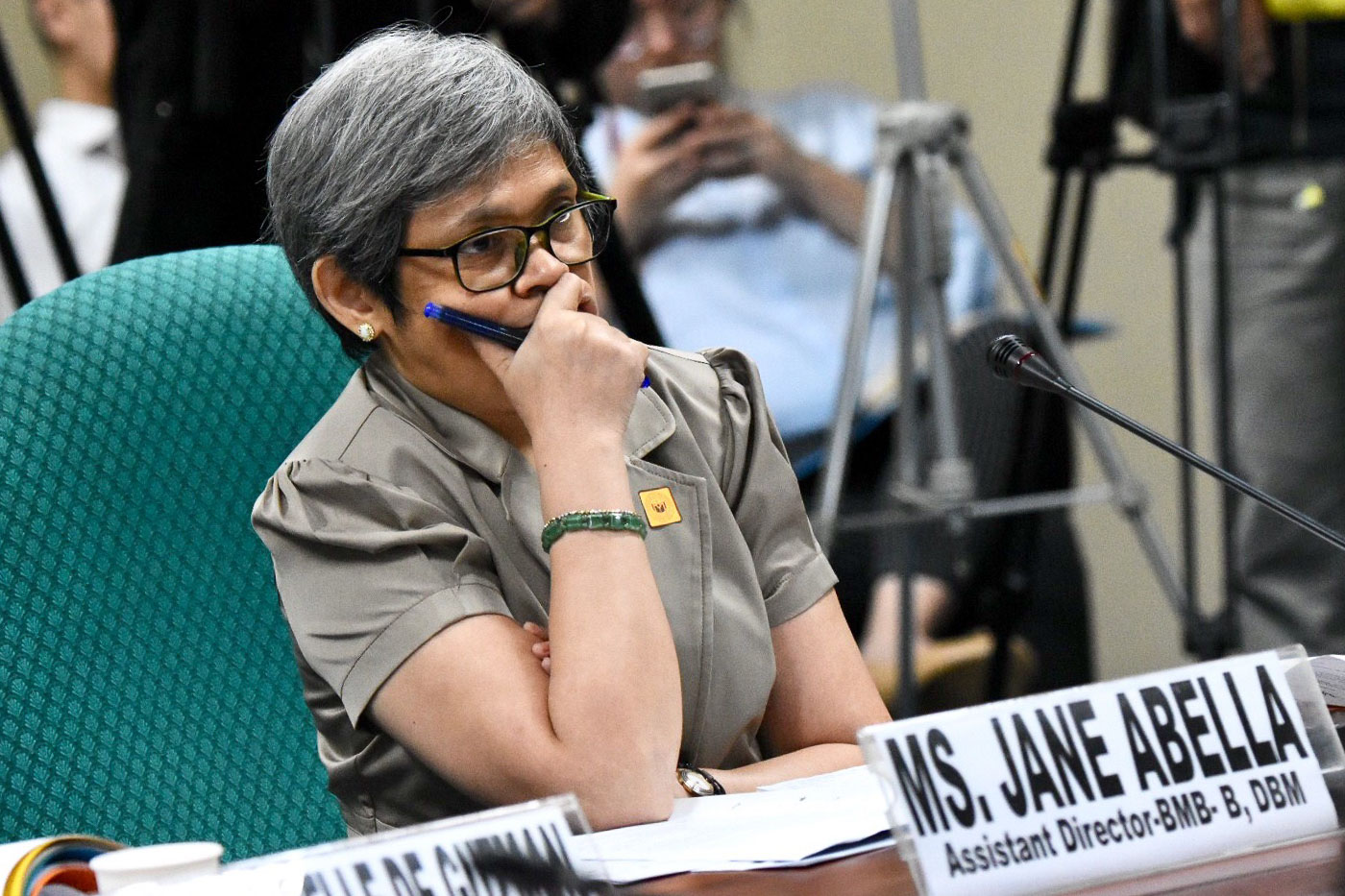 BUDGET DEPARTMENT. Department of Budget and Management Assistant Director Jane Abella answers questions of Sen. Franklin Drilon at the senate budget hearing of the Department of Health. September 17, 2018. Photo by Angie de Silva/Rappler