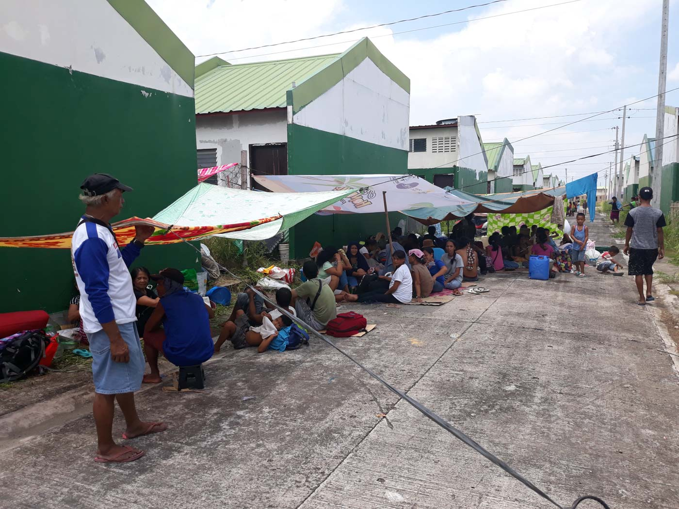 CAMP. Kadamay members set up makeshit tents at the government housing site on August 30 2018. Photo by Marchel P. Espina/Rappler