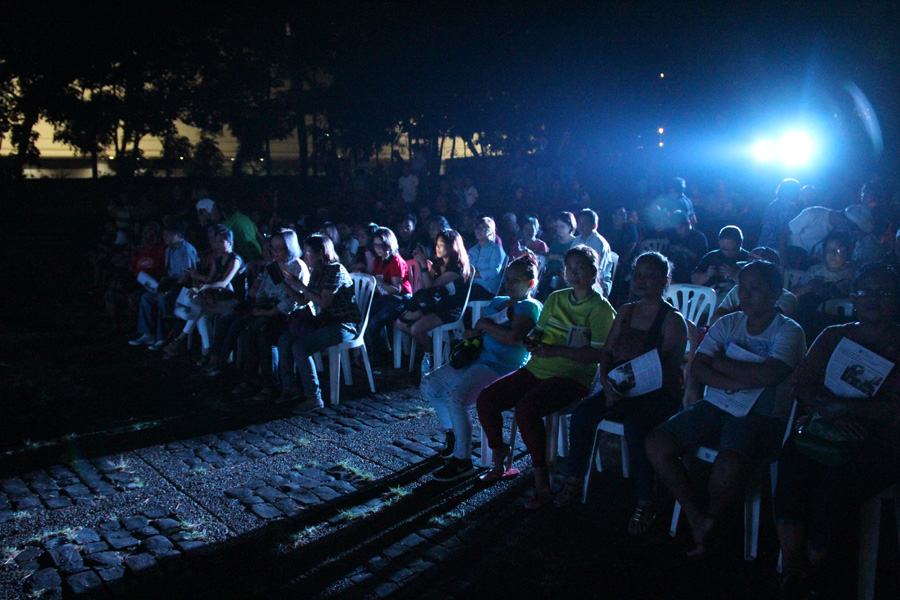 CONCERTGOERS. The #NeverForget Concert attracted many veterans and survivors of the Marcos dictatorship as well as their loved ones. Photo by Rome Jorge/Rappler