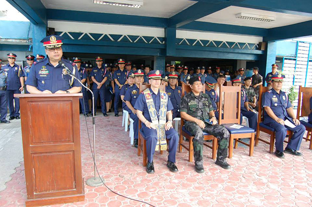 SEE YOU IN COURT. Chief Superintendent Raul Petrasanta (standing) seeks relief from the Court of Appeals. File photo courtesy of the PNP PIO