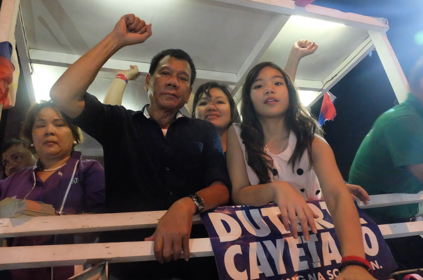 CAMPAIGN TRAIL. Honeylet Avanceu00f1a and her daughter Kitty join Duterte's motorcade in Malabon during the 2016 campaign season. Photo by Alecs Ongcal/ Rappler