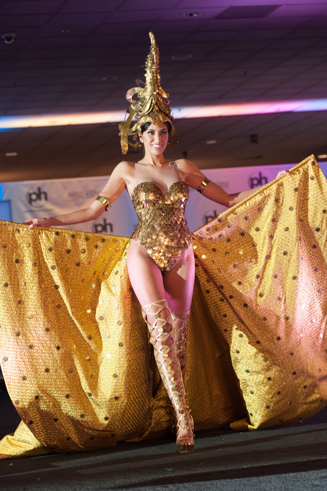 SARIMANOK. Rachel Peters, Miss Philippines 2017 debuts her Sarimanok national costume on stage at Planet Hollywood Resort and Casino on November 18, 2017. Photo from the Miss Universe Organization