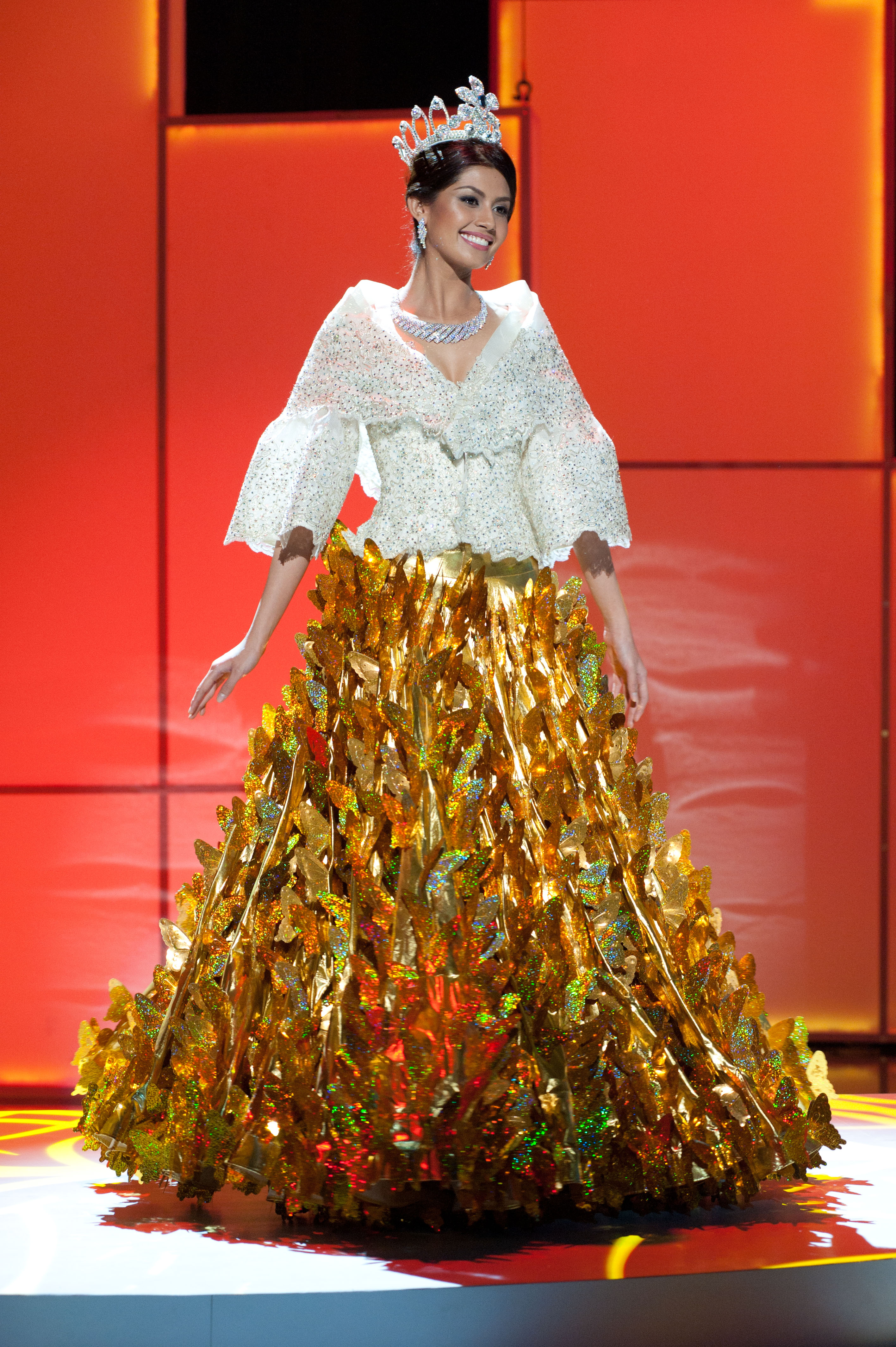 ALMOST CLOSE. Miss Philippines 2011, Shamcey Supsup pre-tapes in her National Costume onstage at Credicard Hall inBrazil on September 7, 2011.  Photo from the Miss Universe Organization