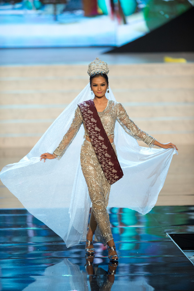 VERY CLOSE. Miss Philippines 2012, Janine Tugonon, performs onstage at the 2012 Miss Universe National Costume Show on Friday, December 14 in Las Vegas, Nevada. Photo from the Miss Universe Organization