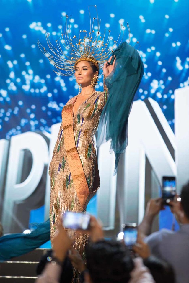 VINTA INSPRATION. Maxine Medina, debuts her National Costume on stage at the Mall of Asia Arena on January 26, 2017. Photo from the Miss Universe Organization