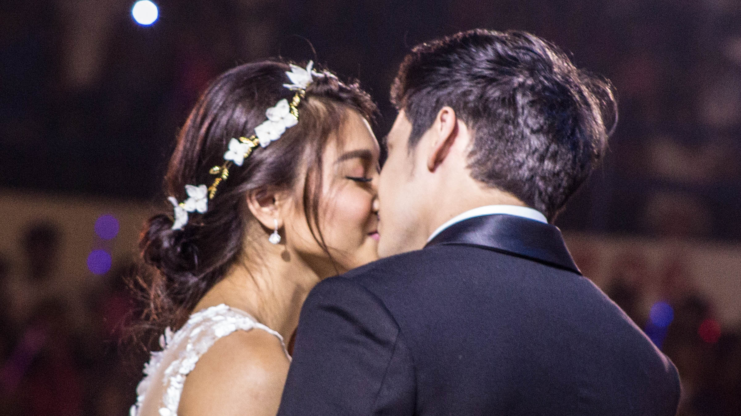 SEALED WITH A KISS. James Reid and Nadine Lustre share a smooch at the live viewing party of the finale of their show 'On The Wings of Love' in 2016. File photo by Paolo Abad/Rappler