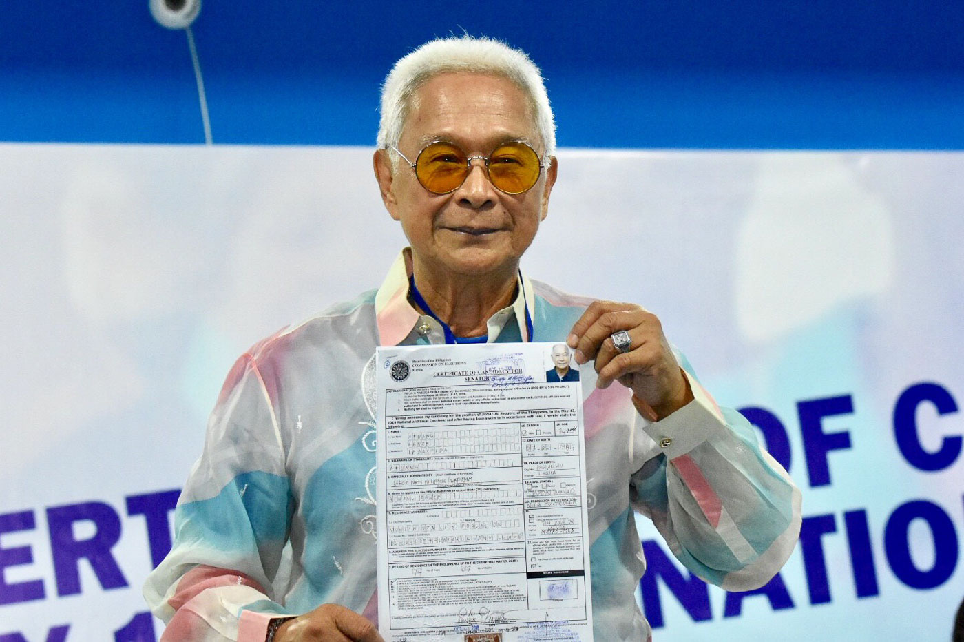 Former police and Pagsanjan, Laguna Mayor Abner Afuang files his Certificate on Candidacy for Senator on October 11, 2018 at the Comelec office in Manila. Photo by Angie de Silva/Rappler