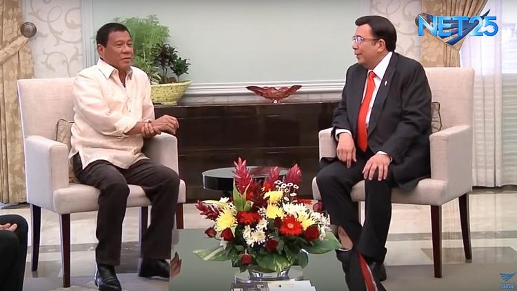 LONG CHAT. Davao City Mayor and presidential-elect Rodrigo Duterte meets Iglesia ni Cristo Executive Minister Eduardo Manalo on April 22, 2016. Screengrab from EagleNewsPH YouTube