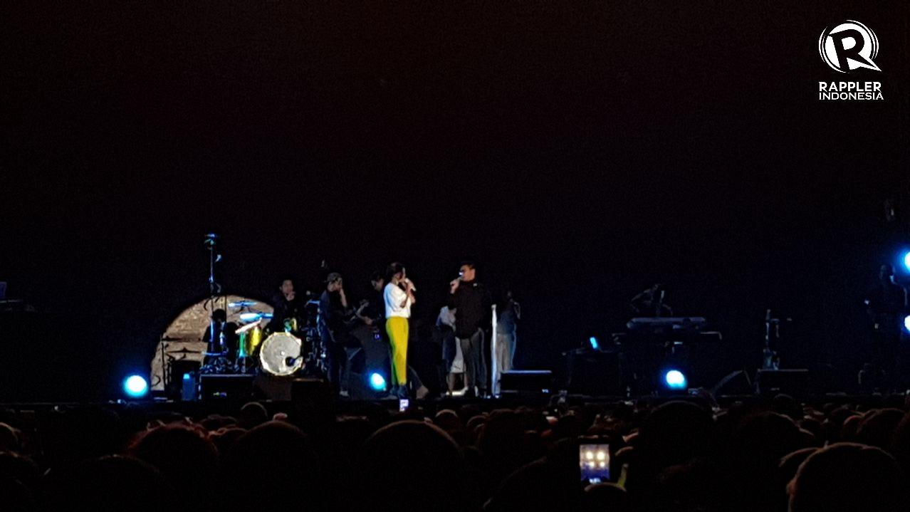 DUET. Afgan dan Raisa duet di panggung 'Spotify On Stage' pada Rabu, 9 Agustus. Foto oleh Sakinah Ummu Haniy/Rappler