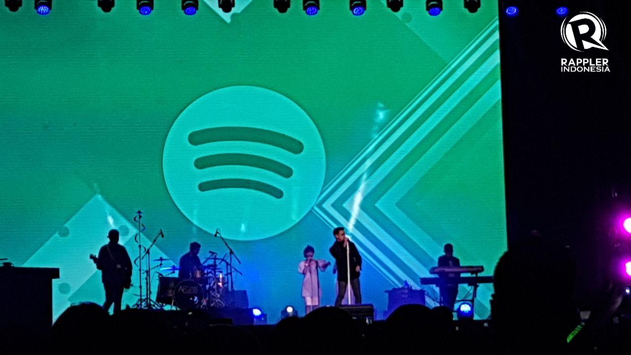 MEMUKAU. Afgan memukau para penonton dengan penampilannya di atas panggung 'Spotify on Stage' pada Rabu, 9 Agustus. Foto oleh Sakinah Ummu Haniy/Rappler