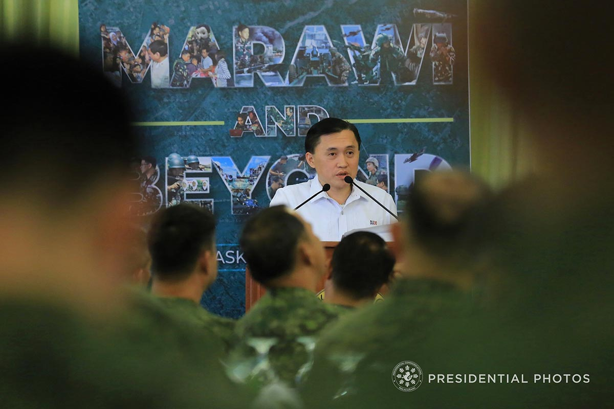 ON THE PODIUM. Usually to be found sitting onstage as President Duterte addresses an audience, Special Assistant to the Bong Go got his turn on the podium on March 19 at a Philippine Army book launch. Malacau00f1ang photo