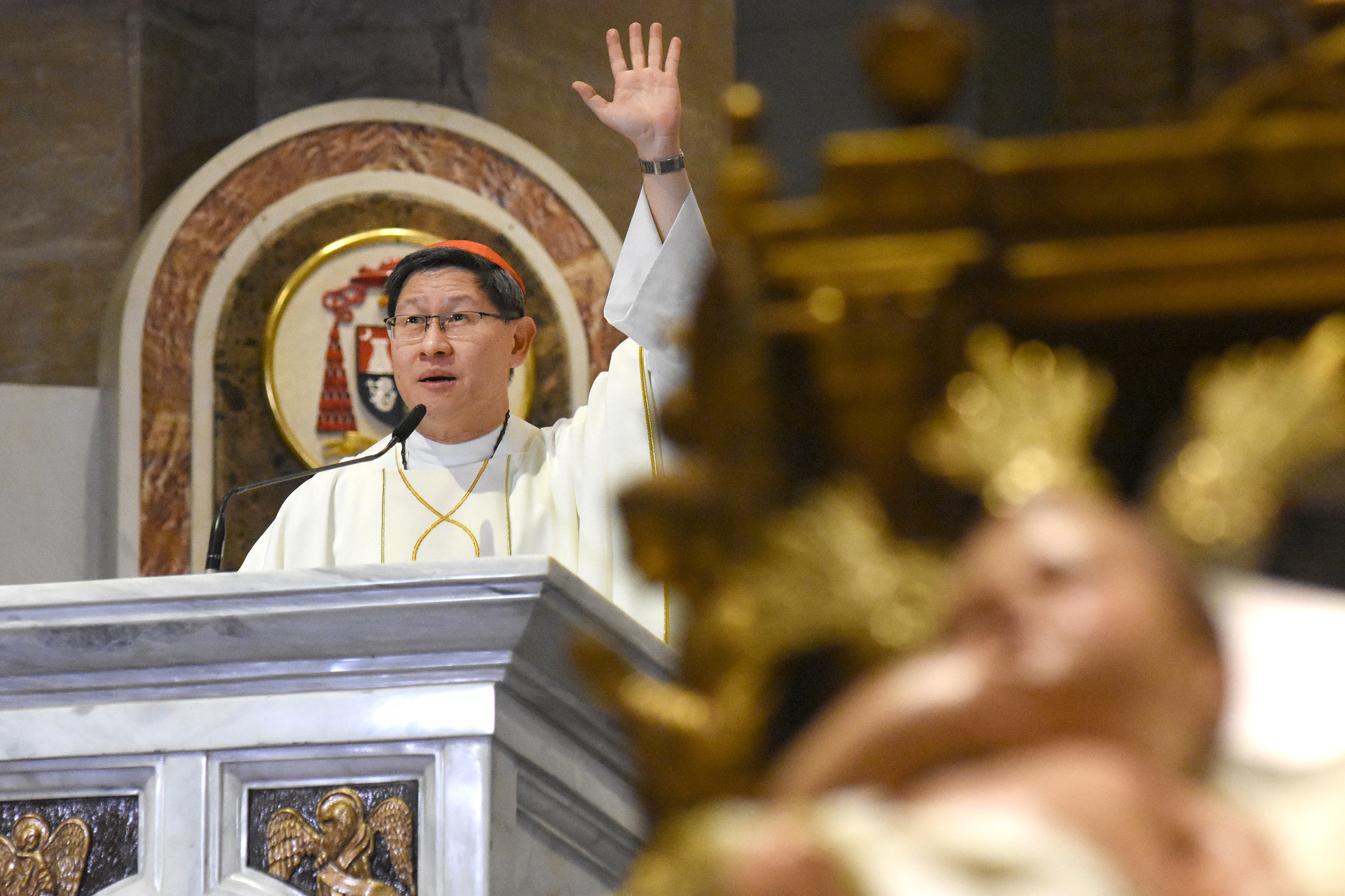 REMEMBER THE SUFFERING. Manila Archbishop Luis Antonio Cardinal Tagle urges Filipinos to remember the poor and suffering as he leads the Christmas Eve Mass at the Manila Cathedral on December 24, 2017. Photo by Angie de Silva/Rappler
