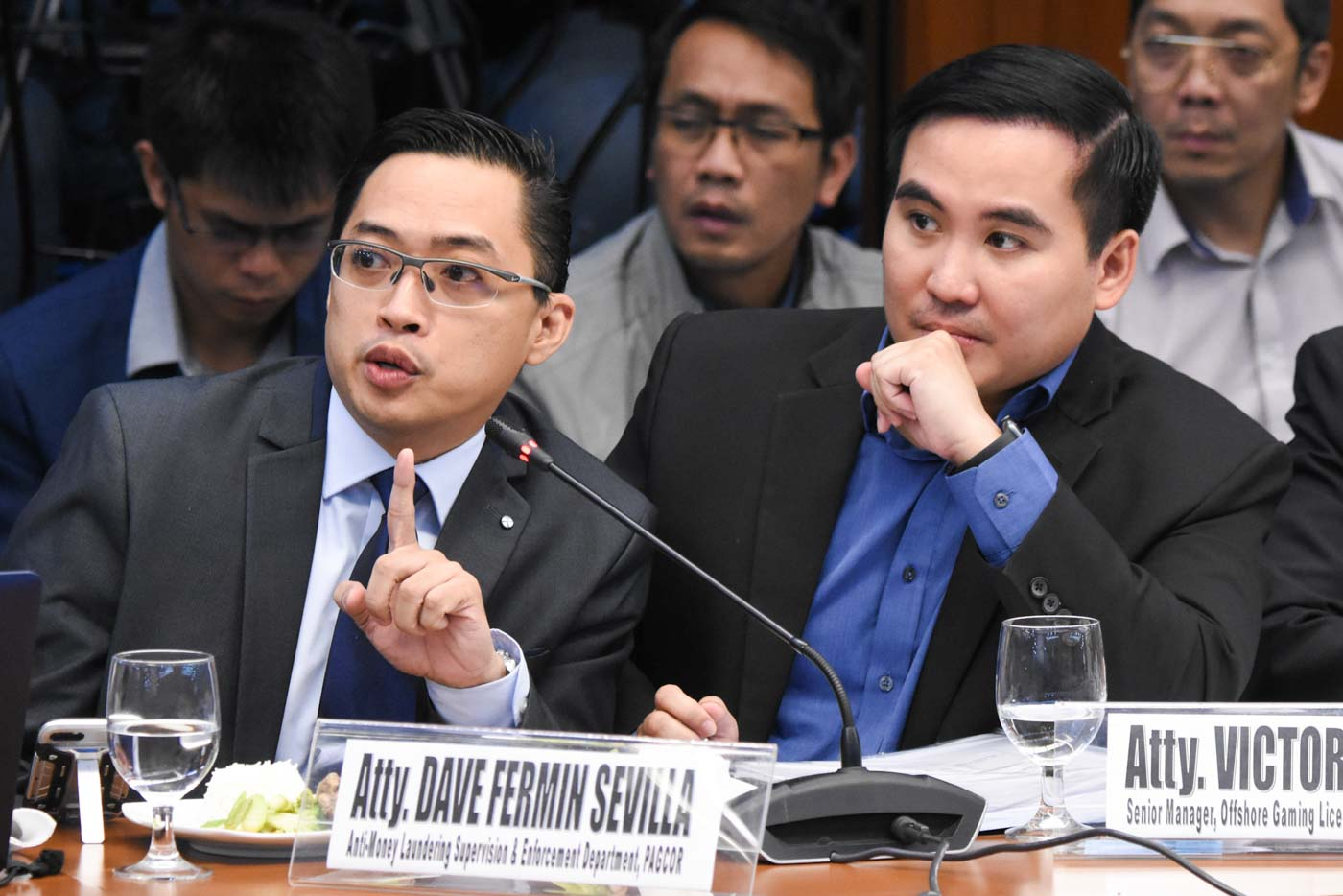 IN LOVE WITH POGO? Pagcor AVP Dave Sevilla (L) and POGO manager Victor Padilla (R) at the Senate hearing on the alleged money laundering linked to POGOs on March 5, 2020. Photo by Angie de Silva/Rappler
