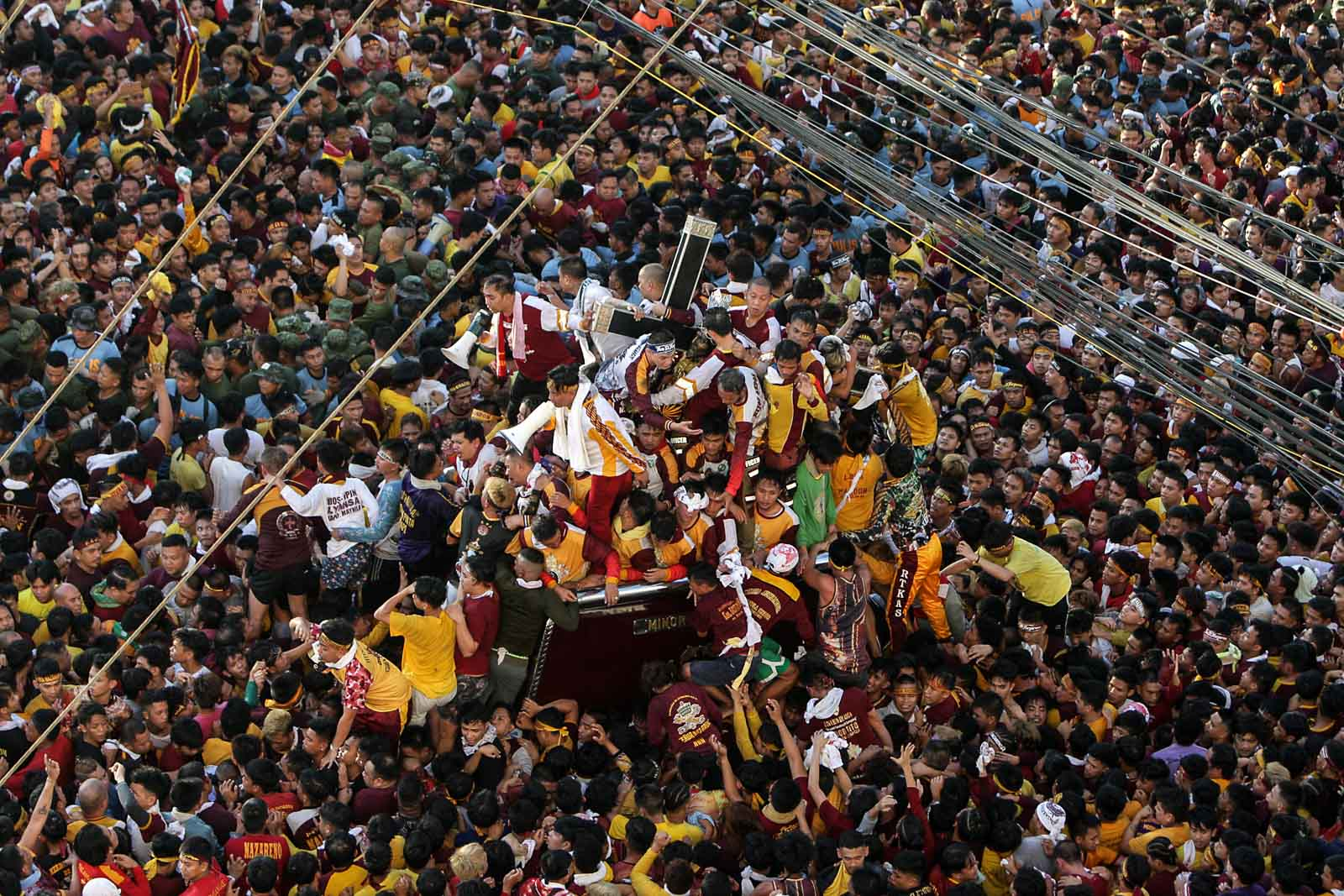 Devotees crowd the andas carrying the image of the Black Nazarene as it passes through the Ayala Bridge in Manila during the Traslacion on January 9, 2020. Photo by Ben Nabong/Rappler