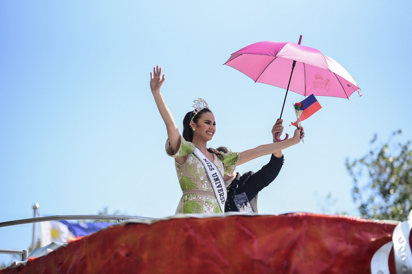 HOMECOMING. Miss Universe 2018 Catriona Gray  waves to the in her homecoming parade in Manila on February 21, 2019. File photo by Alecs Ongcal/Rappler