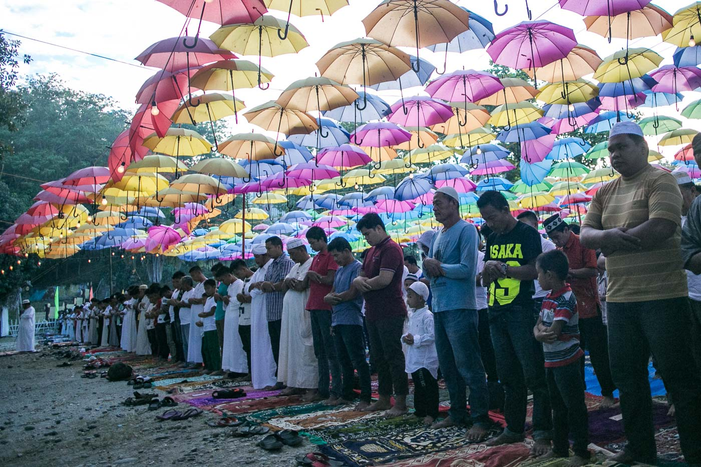 END OF RAMADAN. Muslims of Pikit town in North Cotabato celebrate Eid'l Fitr with a big congregational prayer at their town plaza on June 15, 2018. Photos by Manman Dejeto/Rappler