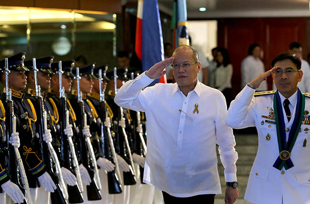 LAST MINUTE. Military officers only learned about Iriberri's appointment on the day of the ceremony. Photo by Benhur Arcayan/ Malacau00f1ang Photo Bureau