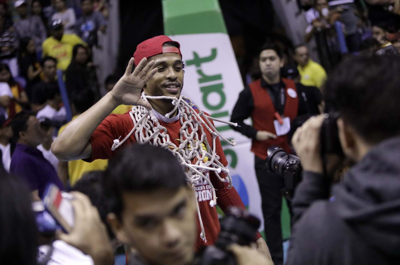 BEST PLAYER. Chris Ross, this conference's Best Player, raises his hand to symbolize all 5 titles he's won. Photo from PBA Images